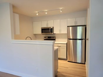1121 W Prospect Rd 1-2 Beds Apartment for Rent Photo Gallery 1