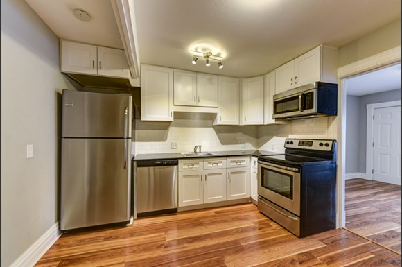 Kitchen 205-207 E Cleveland