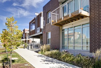 910 28Th St. 2-4 Beds Apartment for Rent Photo Gallery 1