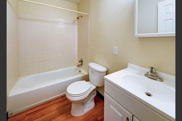 3293 Madison Avenue S106 Bathroom