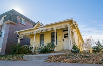 4975 King Street 3 Beds House for Rent Photo Gallery 1