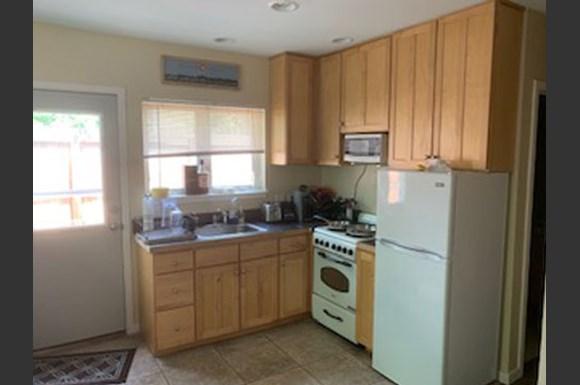 2212 Pine Street Kitchen