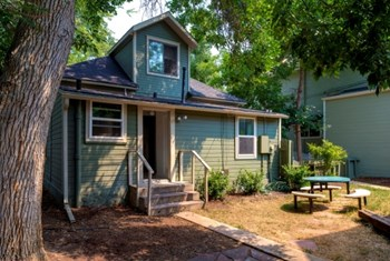 2030 Grove St B 4 Beds House for Rent Photo Gallery 1