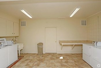 909 University Ave. 2 Beds Apartment for Rent Photo Gallery 1