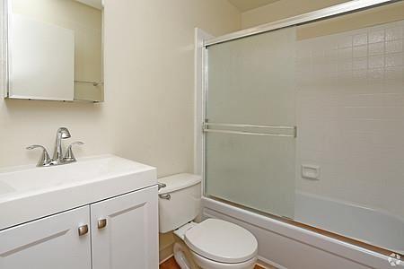 Cedar Studios bathroom