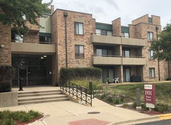 1919 & 1931 Prairie Square 1-2 Beds Apartment for Rent Photo Gallery 1