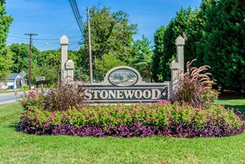 445 Stonewood Dr 1-2 Beds Apartment for Rent Photo Gallery 1