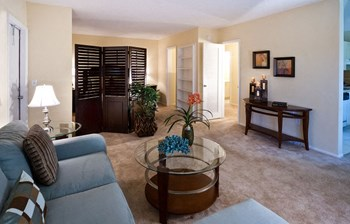 7501 Miami Lakes Drive 1-2 Beds Apartment for Rent Photo Gallery 1