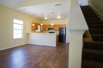 3409 W. Live Oak, Unit D 2-3 Beds Apartment for Rent Photo Gallery 1