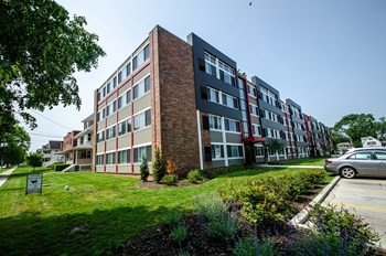 1327 Bonnieview Ave 1-2 Beds Apartment for Rent Photo Gallery 1