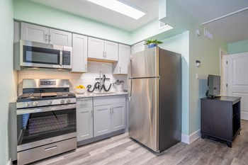 5245 E Thomas Rd Studio-2 Beds Apartment for Rent Photo Gallery 1