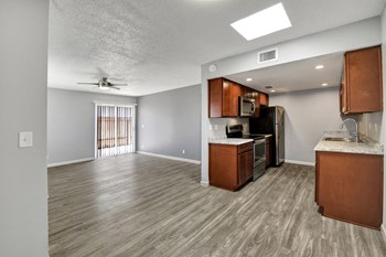 6527 N 67Th Ave 2 Beds Apartment for Rent Photo Gallery 1