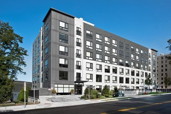 1077 Warburton Avenue 1-2 Beds Apartment for Rent Photo Gallery 1