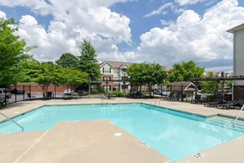 717 Lee Street 1-2 Beds Apartment for Rent Photo Gallery 1