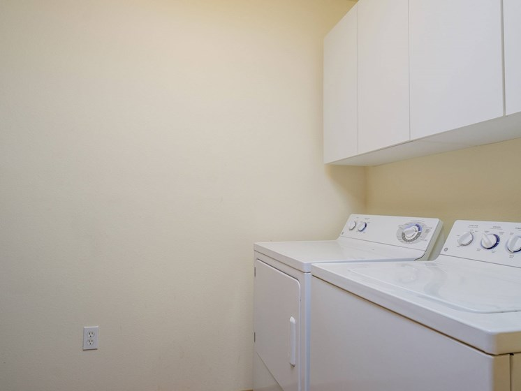 Charleswood Townhomes | Laundry Room