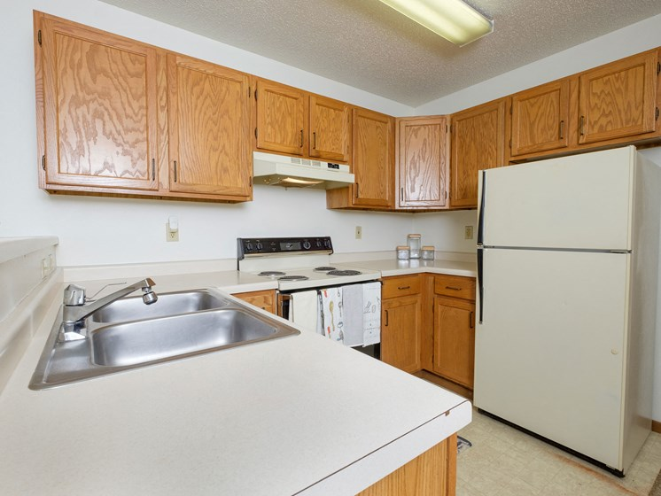 Flickertail I-VI Apartments | Efficiency - Kitchen