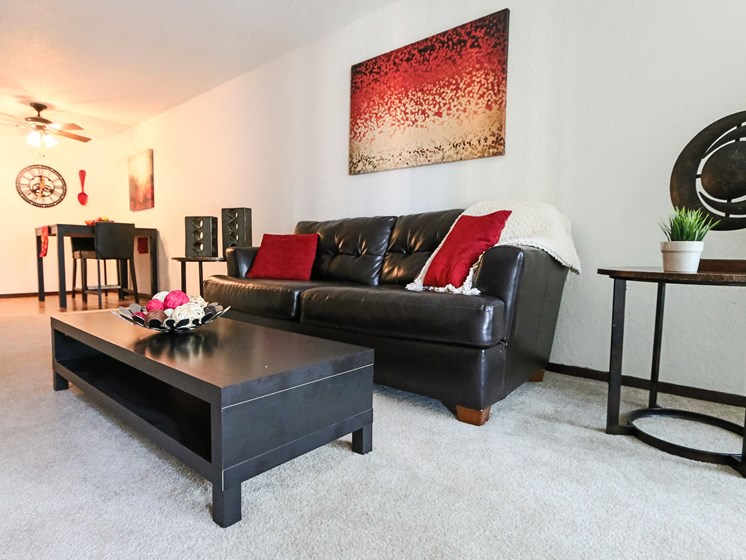 Glen Pond Apartments | Living Room