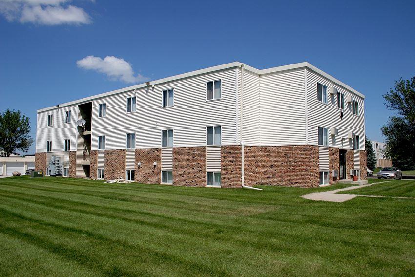 Griffin Court Apartments | Moorhead, MN