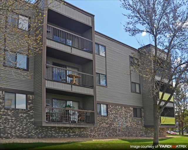 Dellwood Estates Apartments | Anoka, MN