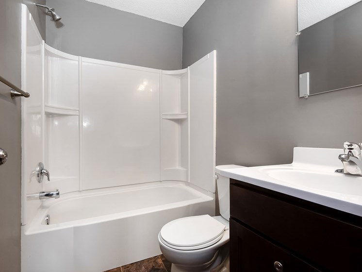 Maplewood Apartments | Bathroom