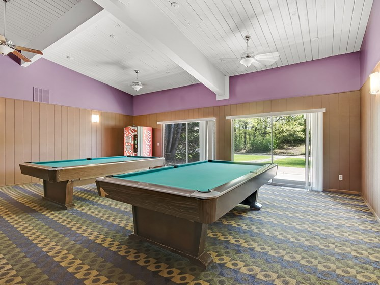 Maplewood Apartments | Billiards Room