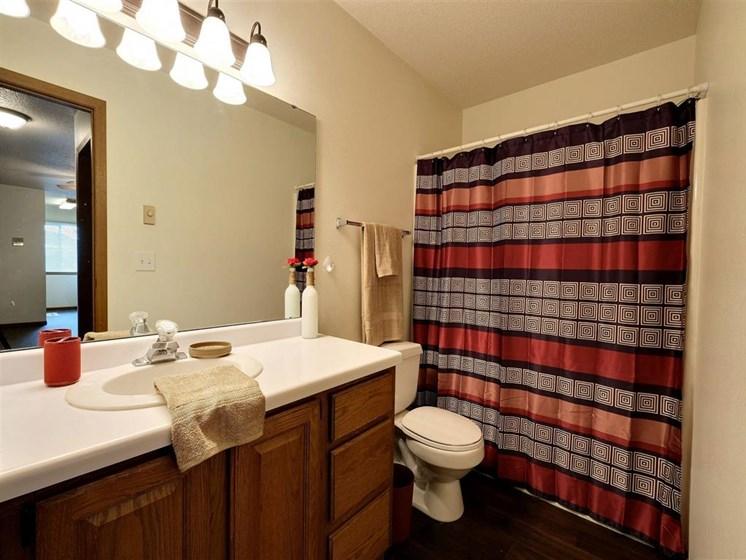 Brownstone Apartments | 2 Bedroom Plan A | Bath