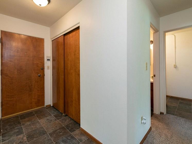 Islander Apartments   Entry