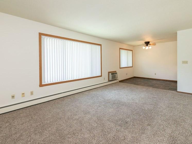 Islander Apartments   Living Room