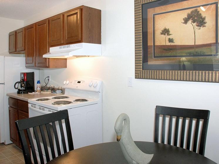 Robinwood Apartments   Dining   Kitchen