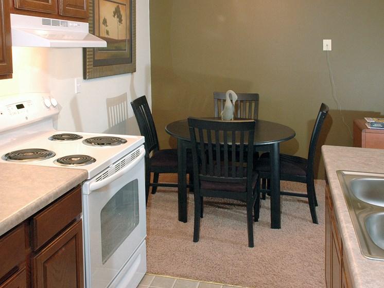 Robinwood Apartments   Kitchen   Dining