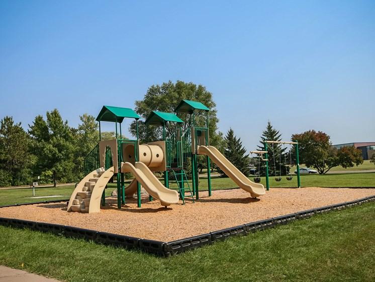 Robinwood Apartments   Playground