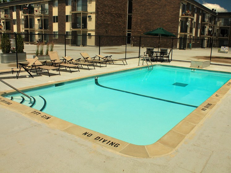 Rosedale Apartments | Pool