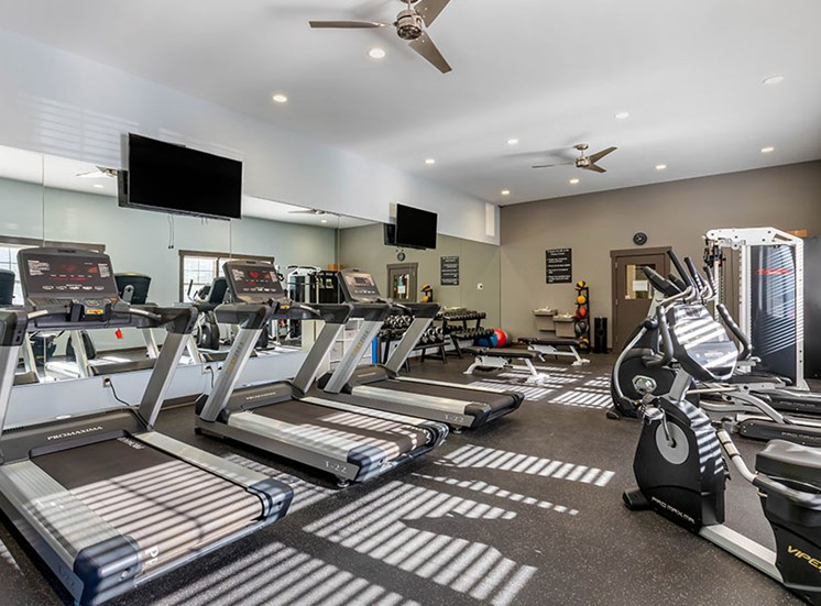 fitness center woodlake apartments