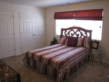 8 Covey Lane 3 Beds Apartment for Rent Photo Gallery 1