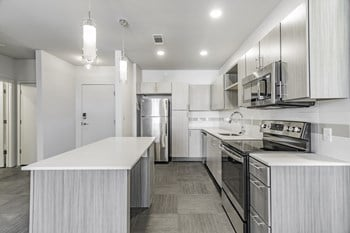5100 W Park Ave 1-2 Beds Apartment for Rent Photo Gallery 1