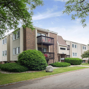 Carriage Hill East Apartments Near Michigan State University