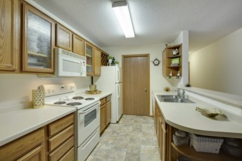 4421 West 137Th Street 2 Beds Apartment for Rent Photo Gallery 1