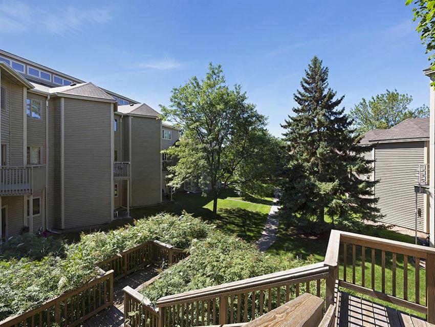 MacLaren Hill Apartments in St. Paul, MN Deck Views