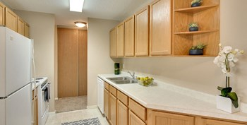 1300 West Medicine Lake Drive Studio Apartment for Rent Photo Gallery 1