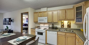 1435 Hampshire Avenue South 3 Beds Apartment for Rent Photo Gallery 1