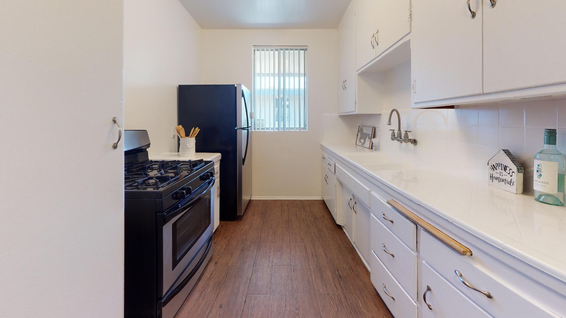 Venice Blvd Apartments | Los Angeles, CA | Kitchen