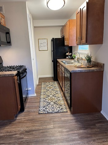 630 East Kentucky Street 1 Bed Apartment for Rent Photo Gallery 1
