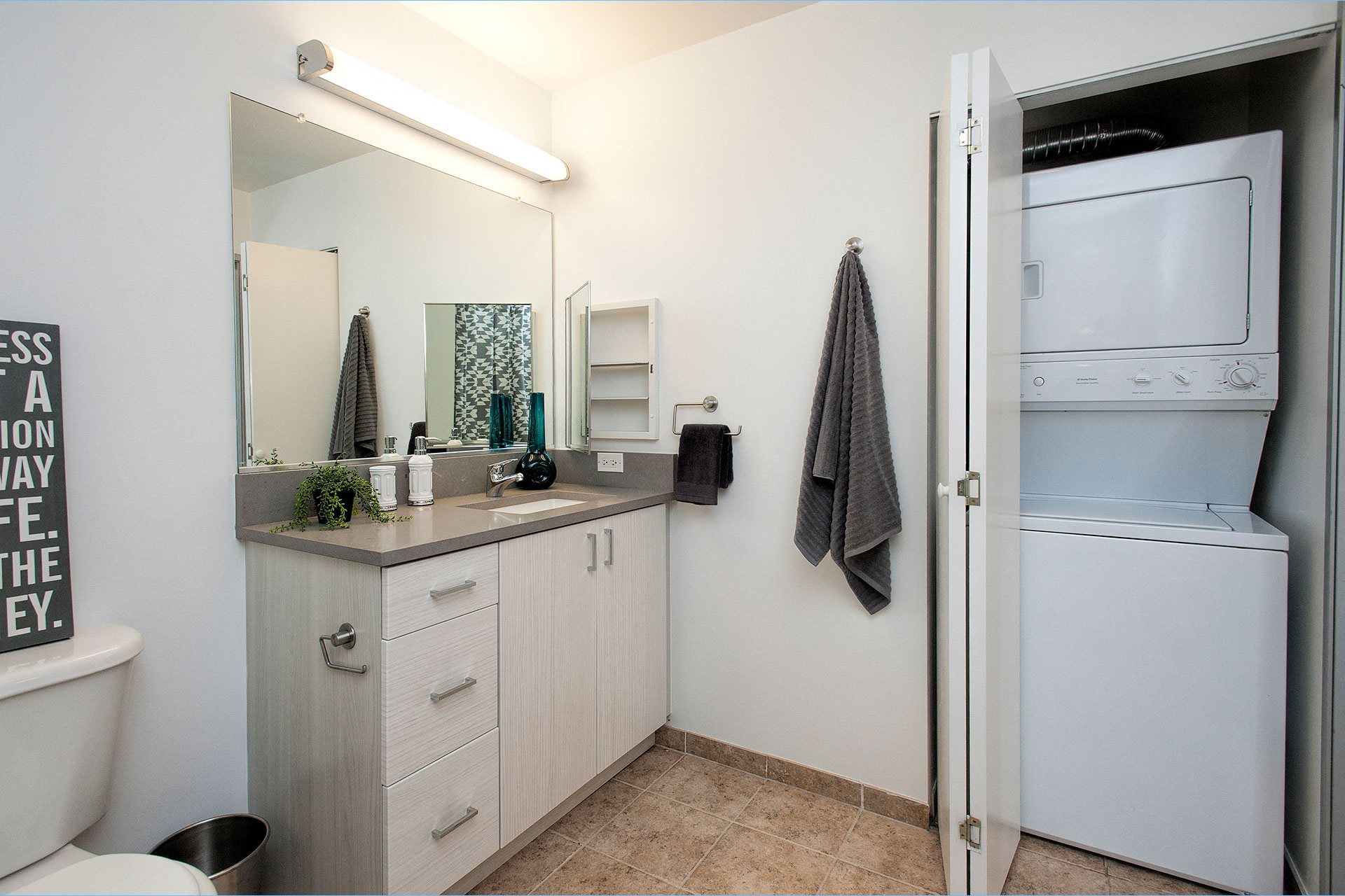 800J Lofts Bathroom and Washer and Dryer