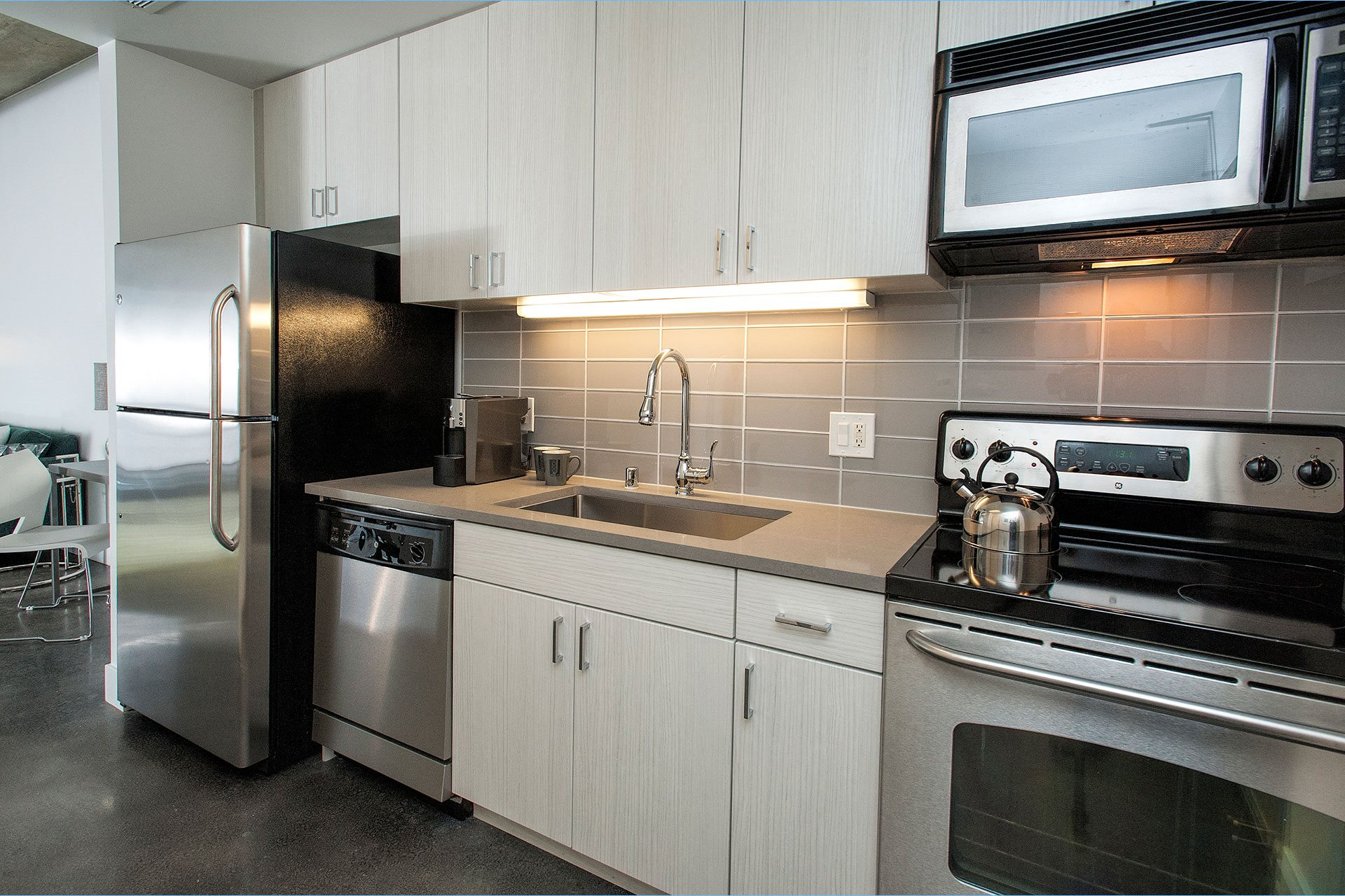800J Lofts Modern Appliances and Finishes
