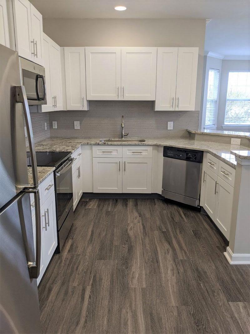 Grandeville-at-Greenwich-Apartment-Kitchen-02