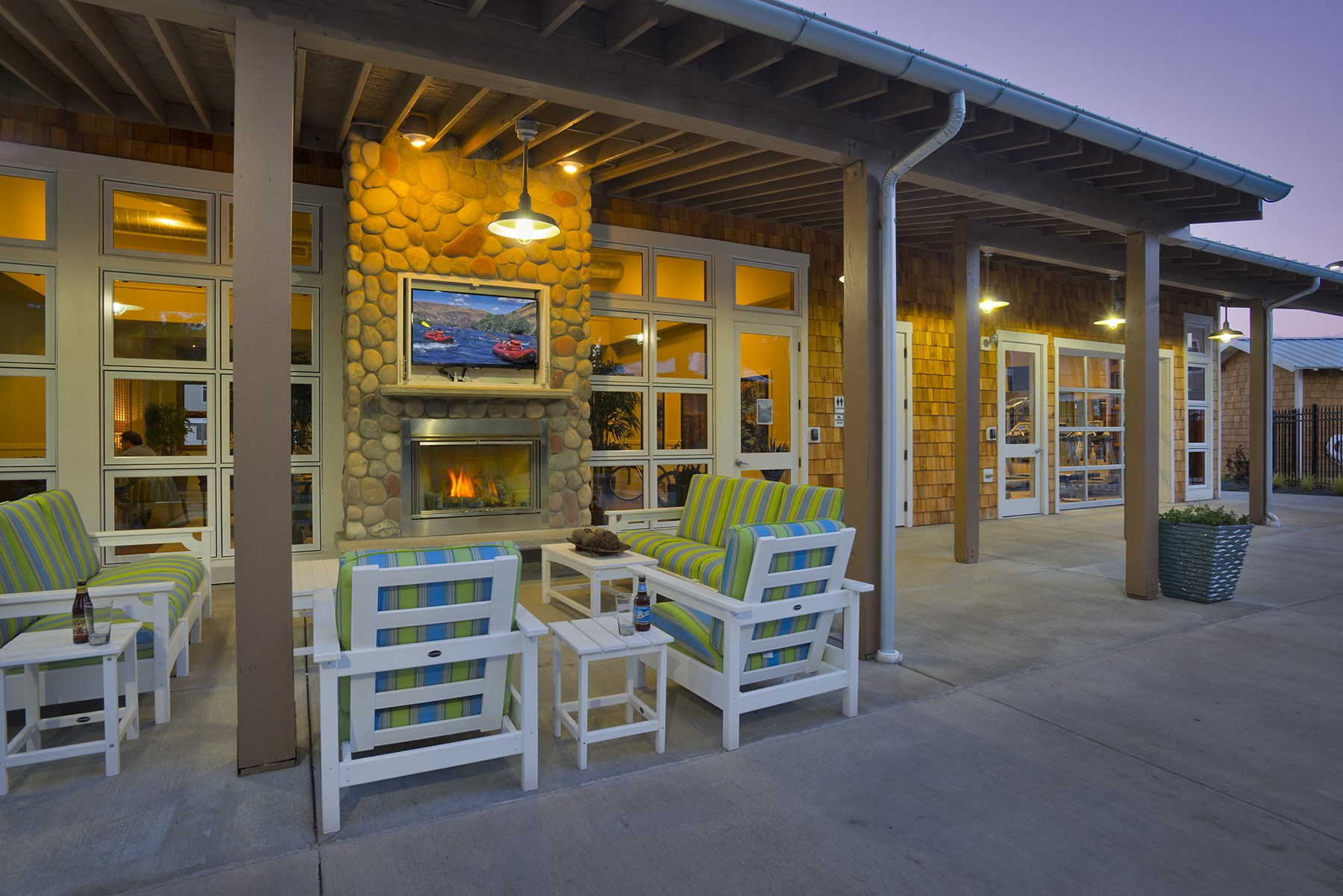 River House Apartments Outdoor Patio