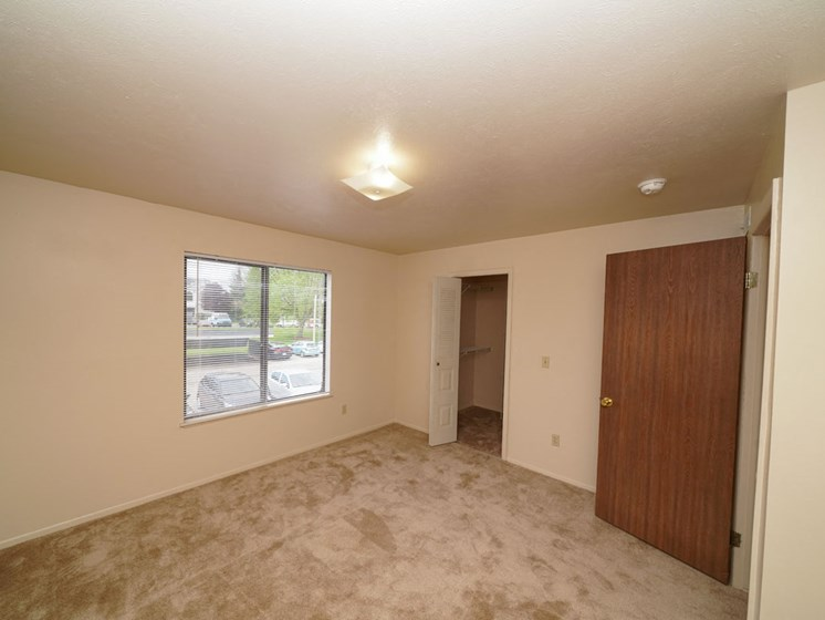 Great Views and Lots of Closet Space at Hurwich Farms Apartments in South Bend, IN