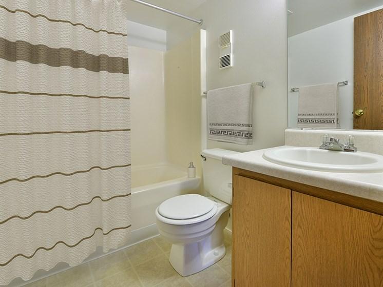 Luxurious Bathrooms at Charter Oaks Apartments, Davison, 48423