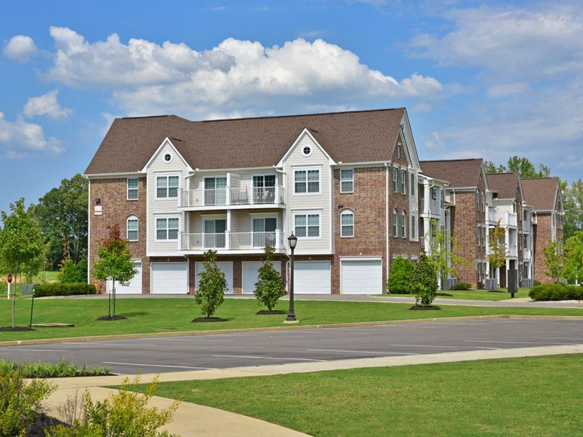 Apartments with Attached Garages at Irene Woods Apartments, Collierville, TN, 38017