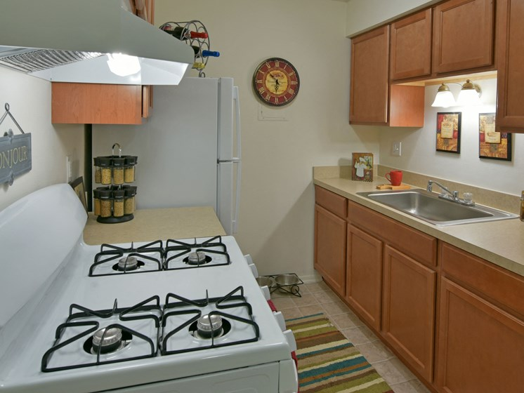 Kitchen with Gas Stove at Sycamore Creek Apartments, Orion